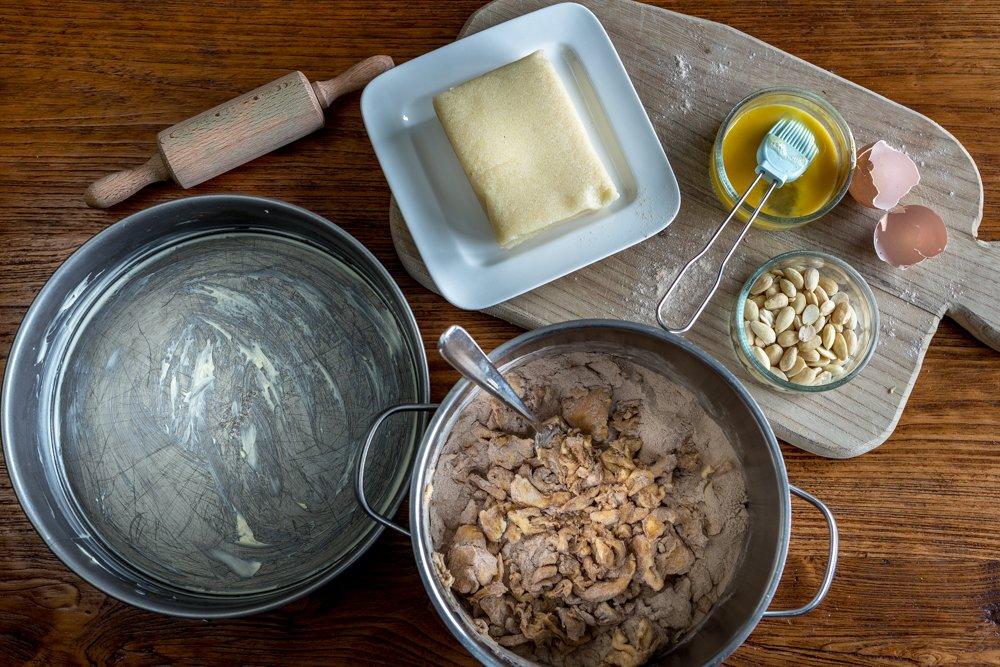 ingrediënten, boter, bakblik, ei, amandelen, meel