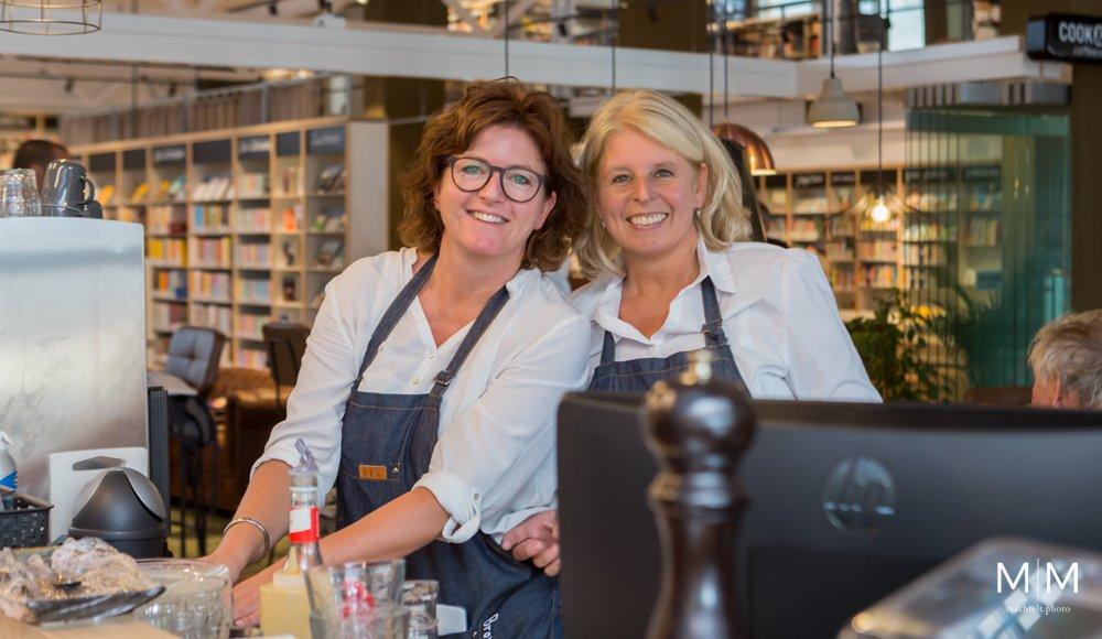 Jolanda (rechts) de eigenaresse van Brownies&downieS Capelle aan den IJssel